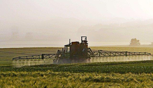 Das Herbizid Roundup wird oft in der Landwirtschaft verwendet. Der Wirkstoff Glyphosat soll krebserrengend sein.